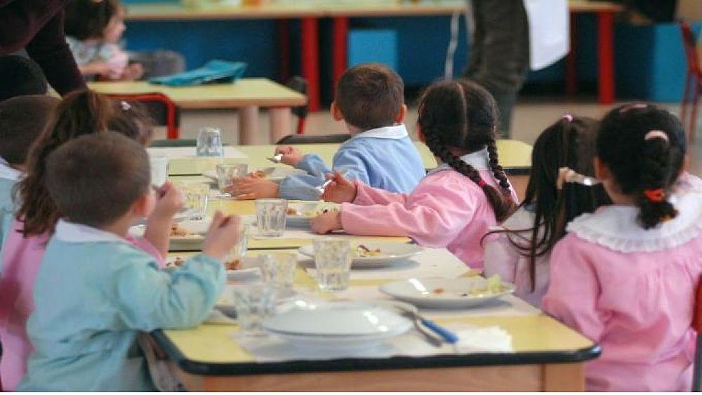 Sestri, genitori a mensa con i figli