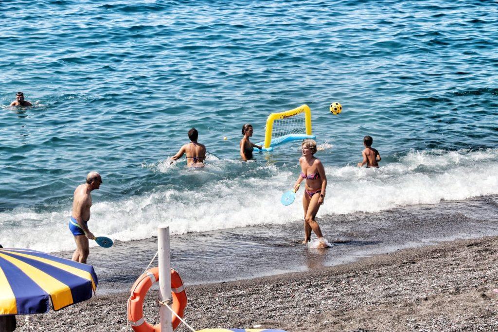 """""""Happy Beach"""": la vincente operazione simpatia del Comune di Lavagna"""