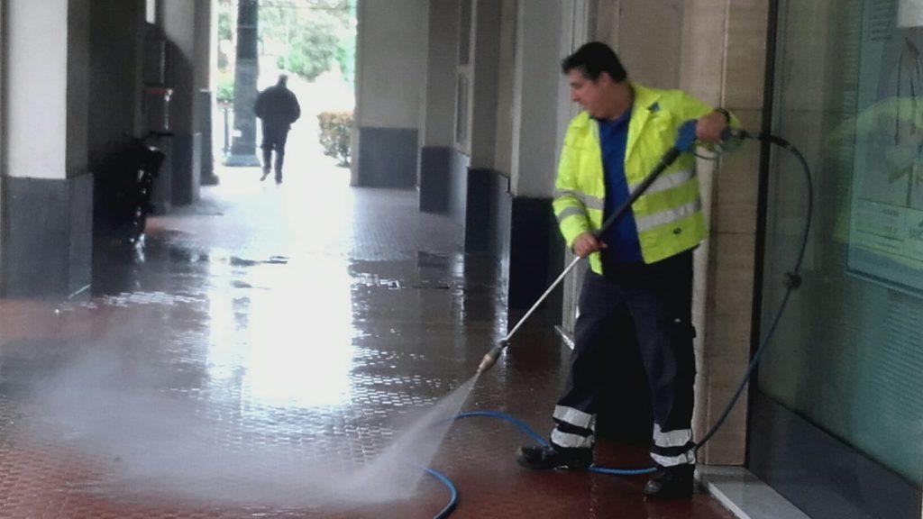 Sestri, s'intensifica il programma di pulizia della città